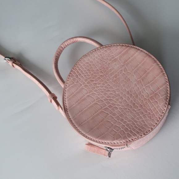 67ca595cb1 Zara Round Pink Mini Crossbody Bag. M 5b724bc4477368c0f1c3f6c9